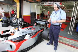 Nicola de Marco met Carlos Funes, FIA Technical Delegate