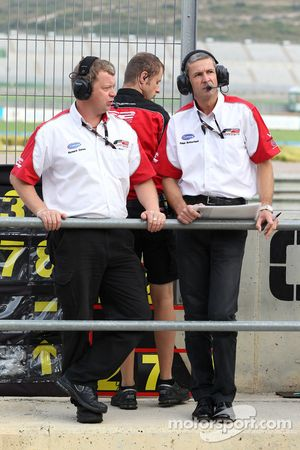 Richard Gates, Team Manager F2, et Giles Butterfield (MotorSport Vision)