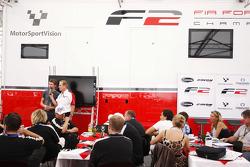Jonathan Palmer, CEO MotorSport Vision, interviewt Kazim Vasiliauskas