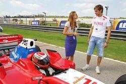 Vitaly Petrov sur la grille avec Sergey Afanasiev