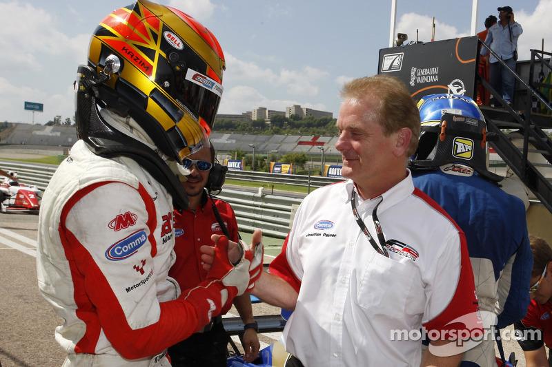 Race winnaar Kazim Vasiliauskas met Jonathan Palmer CEO MotorSport Vision