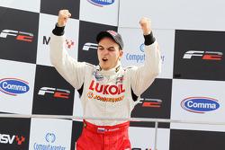Sergey Afanasiev célèbre sa troisième place au championnat 2010