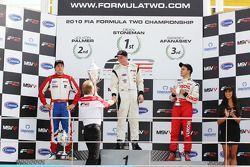 Championnat 2010 de Formule 2 : 1er Dean Stoneman, 2e Jolyon Palmer, 3e Sergey Afanasiev