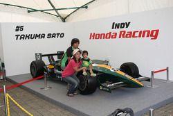 Fans with the car of Takuma Sato, KV Racing Technology