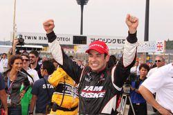 Race winner Helio Castroneves, Team Penske celebrates