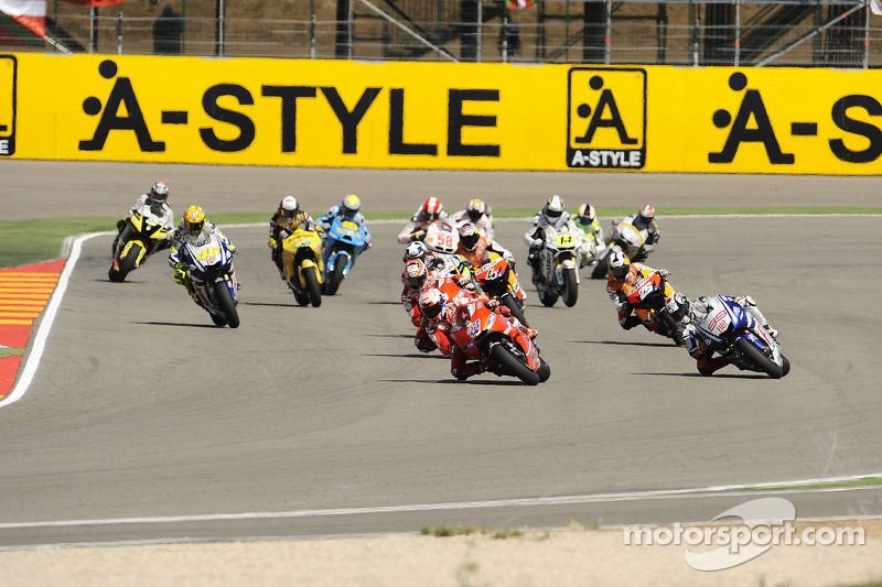Start: Casey Stoner, Ducati Marlboro Team and Jorge Lorenzo, Fiat Yamaha Team lead the field