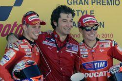 Подиум: победитель гонки - Кейси Стоунер, Ducati Marlboro Team, третье место - Ники Хейден, Ducati M