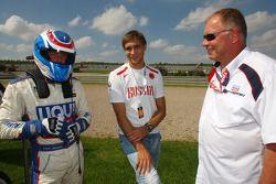 Andrei Romanov, Liqui Moly Team Engstler, BMW 320si et Vitaly Petrov, Renault F1 Team