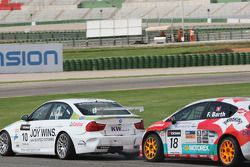 Augusto Farfus, BMW Team RBM, BMW 320si, poussé par Fredy Barth, Seat Leon 2.0 TDI