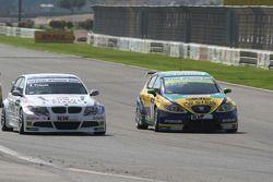 Andy Priaulx, BMW Team RBM, BMW 320si et Gabriele Tarquini, SR-Sport, Seat Leon 2.0 TDI