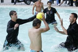 Waterpolo match in het paddock bad