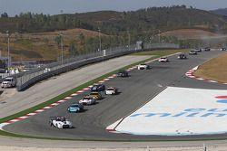 Start: #23 Sumo Power GT Nissan GT-R: Michael Krumm, Peter Dumbreck leads the field
