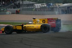 Jerome D'Ambrosio spins the Renault F1