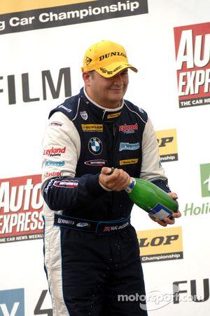 Mat Jackson met champagne