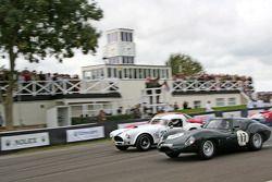 Start: Lister-Jaguar aan de leiding