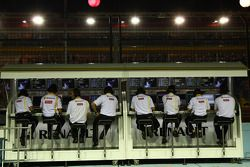 El equipo de Renault en la pared del pit