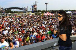 Danica Patrick rencontre les fans