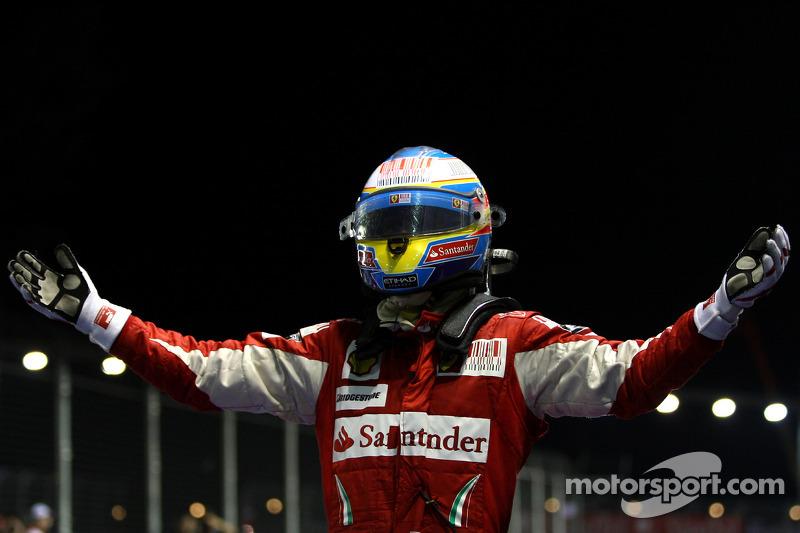 أحرز الإسباني فوزه التالي في سنغافورة - وهذه المرة من دون أية مساعدة!