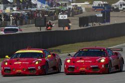 Start: #62 Risi Competizione Ferrari F430 GT: Gianmaria Bruni, Toni Vilander en #61 Risi Competizion