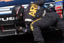 Pit stop for Patrick Carpentier, Latitude 43 Motorsports Ford