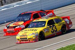 Clint Bowyer, Richard Childress Racing Chevrolet et Jamie McMurray, Earnhardt Ganassi Racing Chevrolet