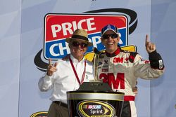 Victory lane: race winner Greg Biffle, Roush Fenway Racing Ford