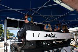La zone des stands du Velox Motorsports
