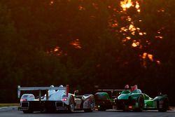 L'Oreca FLM09 N°36 de Frankie Montecalvo, Éric Lux et Alex Figge et la Porsche RS Spyder N°6 de Klau