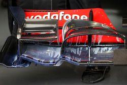 Peinture aérodynamique sur l'aileron avant de la monoplace de Lewis Hamilton, McLaren Mercedes