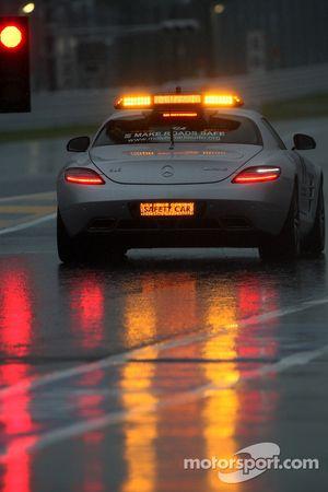 La Safety Car inspecte le circuit