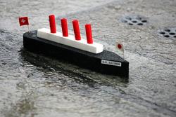 Корабль Sauber на пит-лейне