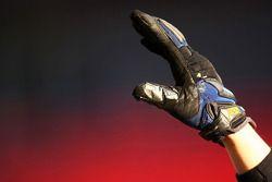 Un gant des membres de l'équipe