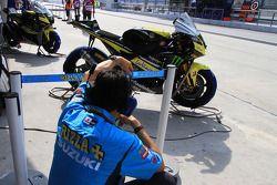 Rizla Suzuki Team crew