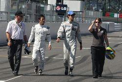 Takuma Sato conduce el Ford Lotus de 1976 de Gunnar Nilson y Bruno Senna, Hispania Racing F1 Team co