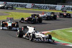 Nico Hulkenberg, Williams F1 Team devance Adrian Sutil, Force India F1 Team