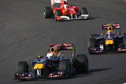 Sebastian Vettel, Red Bull Racing devance Mark Webber, Red Bull Racing et Fernando Alonso, Scuderia Ferrari