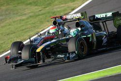 Heikki Kovalainen, Lotus F1 Team et Sakon Yamamoto, Hispania Racing F1 Team