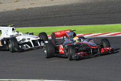 Lewis Hamilton, McLaren Mercedes et Kamui Kobayashi, BMW Sauber F1 Team