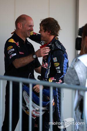 Le vainqueur Sebastian Vettel, Red Bull Racing avec Adrian Newey, directeur technique de Red Bull Ra