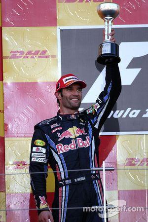 Podio: Mark Webber Red Bull Racing el segundo lugar