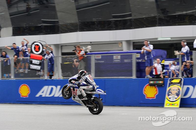Jorge Lorenzo celebra el Fiat Yamaha Team de MotoGP 2010