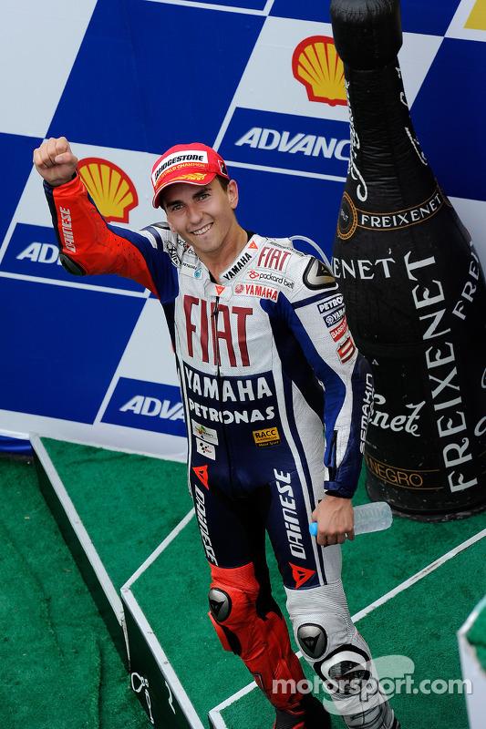 Campeón de MotoGP 2010 podio: Jorge Lorenzo, celebra el Fiat Yamaha Team