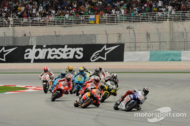 Inicio: Jorge Lorenzo, Fiat Yamaha Team y Andrea Dovizioso, Repsol Honda Team