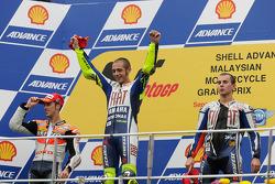 Podio: ganador de la carrera Valentino Rossi, Fiat Yamaha Team, segundo lugar Andrea Dovizioso, Reps