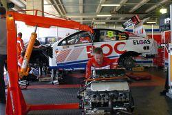 Le garage du Team BOC