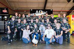 Les membres d'Aflac 99 rejoignent l'Aflac Duck, Nolan Blake et Maddison Cox, patients de l'Aflac Cancer Center, pour célébrer le nouveau «Aflac Duck Wingman Bead of Courage» offert aux enfants combattant le cancer