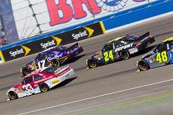 Clint Bowyer, Richard Childress Racing Chevrolet, Matt Kenseth, Roush Fenway Racing Ford, Jeff Gordon, Hendrick Motorsports Chevrolet
