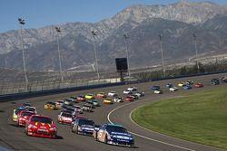 Jamie McMurray, Earnhardt Ganassi Racing Chevrolet mène la file au drapeau vert