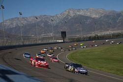Juan Pablo Montoya, Earnhardt Ganassi Racing Chevrolet et Matt Kenseth, Roush Fenway Racing Ford