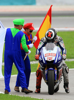 Campeón de MotoGP 2010 Jorge Lorenzo, Fiat Yamaha Team celebra